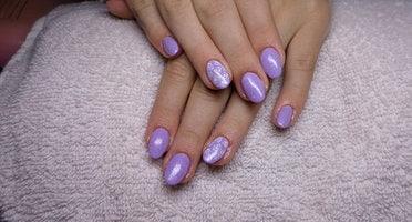 Produkty NeoNail użyte do stylizacji to : kolorowy żel( plum 3707) oraz Finish gel Non Sticky (plum 1345)