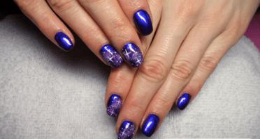 Produkty NeoNail użyte do stylizacji to: Żel kolorowy (plum 3630) oraz TOP (plum 1345)