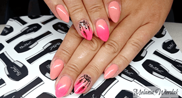 Produkty NeoNail użyte do stylizacji to: lakier hybrydowy Paradise Flower,  Peach Rose oraz Base i Top Hard