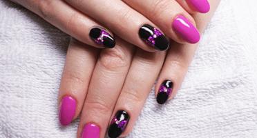 Produkty NeoNail użyte do stylizacji to: Żel kolorowy (plum 3685) oraz Base i Top Hard