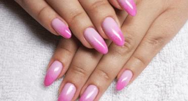 Produkty NeoNail użyte do stylizacji to: Żel kolorowy (plum 3706, 3685) oraz Top (plum1345)