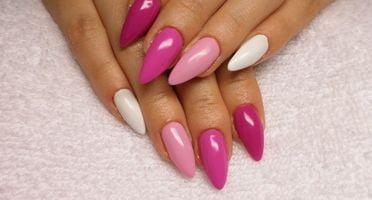 Produkty NeoNail użyte do stylizacji to: żel kolorowy (plum 3685) i żel kolorowy (plum 3706) oraz Finish (plum 1345)