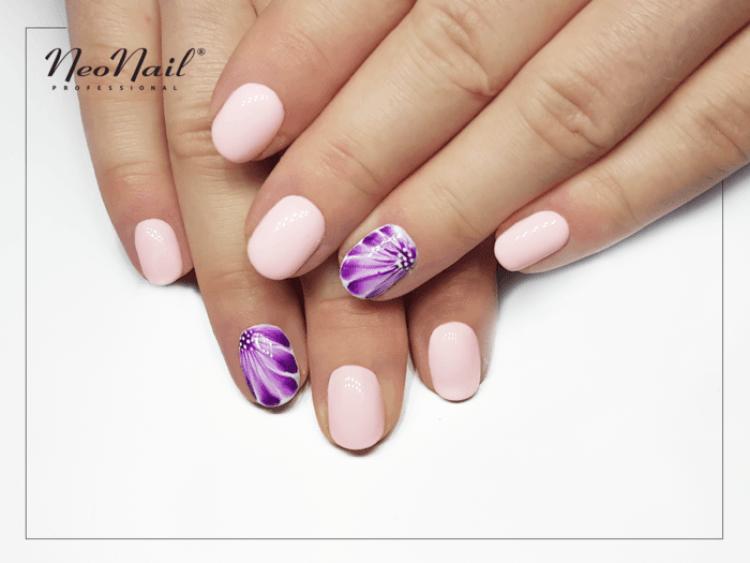 Stylizacja paznokci z lakierem hybrydowym Purple Aquarelle.