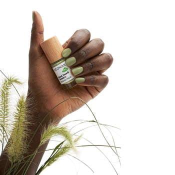 Wegański lakier klasyczny PLANT-BASED WONDER 7,2 ml - PURE OLIVE