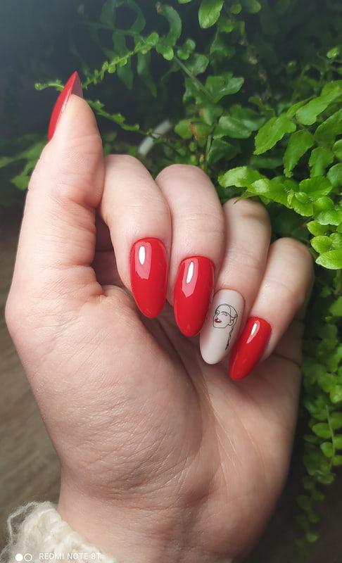 Iconic red lady - praca konkursowa