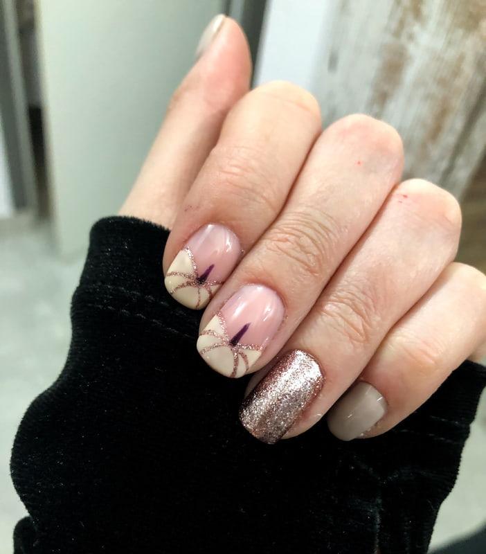 Stylizacja manicure na jesień z dyniami