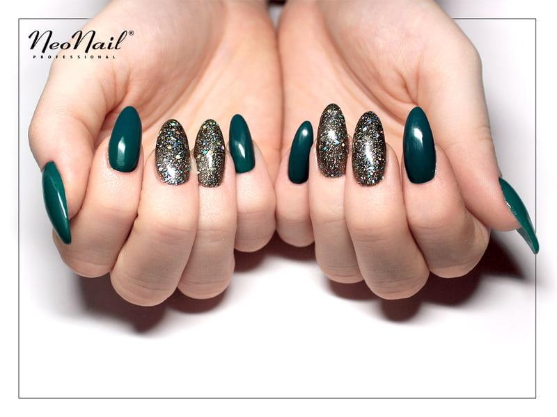 Mieniący manicure