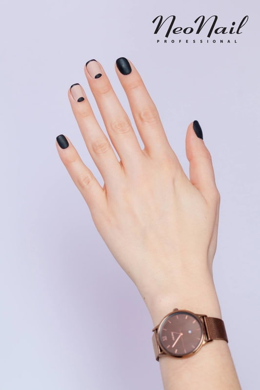 Minimalistyczna czerń