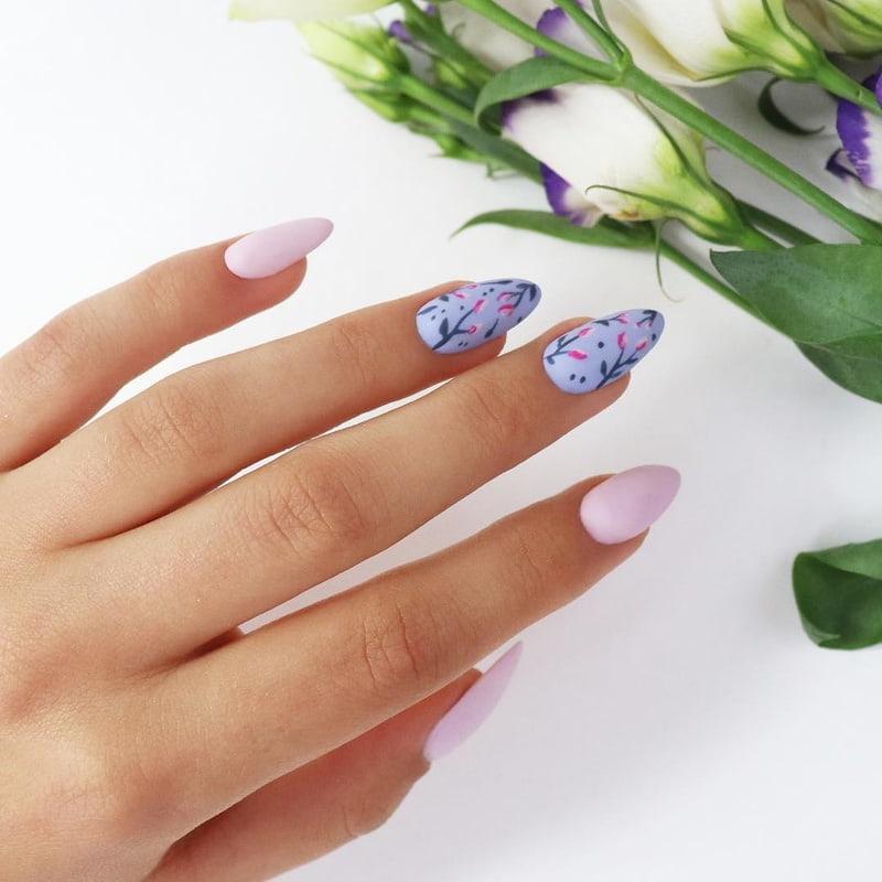 Manicure z Pąkami Kwiatów