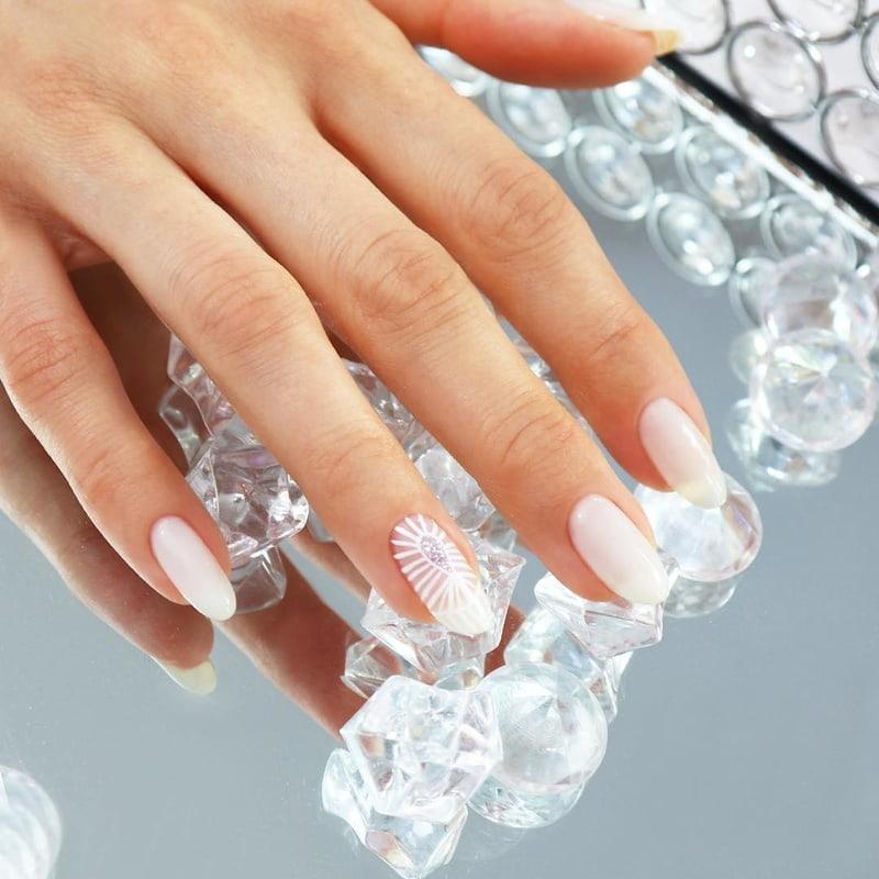 White Bright Manicure