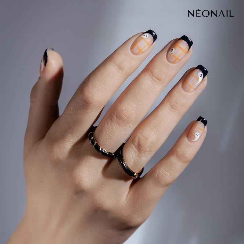 Halloweenowa stylizacja paznokci w stylu french