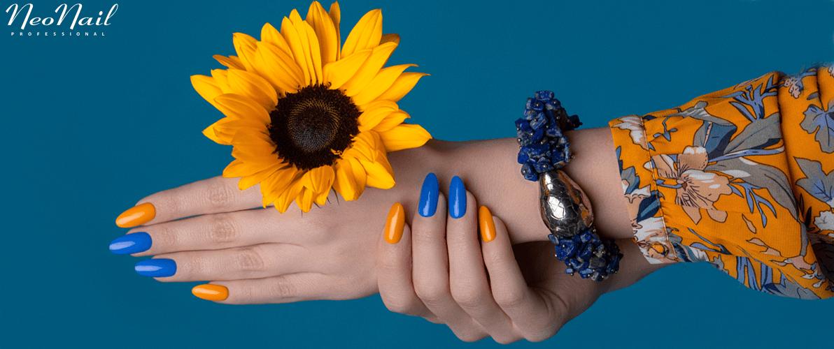 Kwieciście i wiosennie - to manicure w neonie