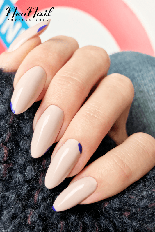 Manekin Manicure Z Granatem
