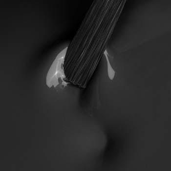 Lakier do manicure hybrydowego w kolorze Black Russian